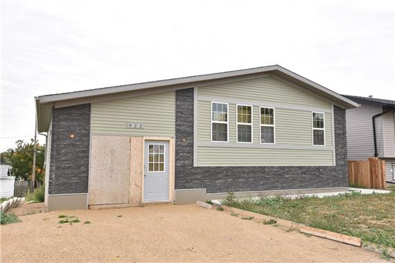 http://cdn.canadapropertylisting.com//Property/medium/2/2016/10/6/2-bedroom-House-property_for_sale-in-Moose-Jaw-id-4928509.jpg