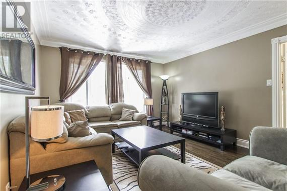 http://cdn.canadapropertylisting.com//Property/medium/2/2016/9/9/4-bedroom-House-property_for_sale-in-Kitchener-id-4927965.jpg