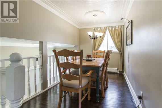 http://cdn.canadapropertylisting.com//Property/medium/2/2016/9/9/4-bedroom-House-property_for_sale-in-Kitchener-id-4927967.jpg