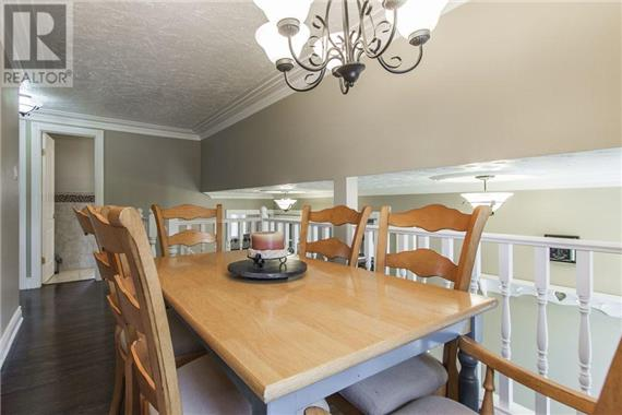 http://cdn.canadapropertylisting.com//Property/medium/2/2016/9/9/4-bedroom-House-property_for_sale-in-Kitchener-id-4927968.jpg